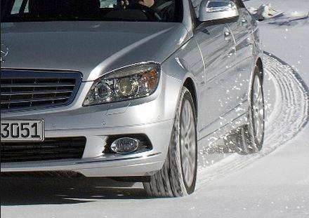 冬のドライブの必需品、スタッドレスタイヤを比較してみました。のサムネイル画像
