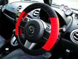車にハンドルカバーを取り付けて車のハンドルをおしゃれにしよう。のサムネイル画像