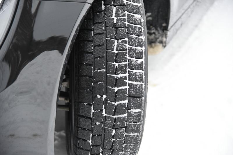 スタッドレスタイヤの寿命と、どのくらい使用できるかについてのサムネイル画像