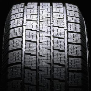 冬には必須アイテムのスタッドレスタイヤを比較してみよう!のサムネイル画像