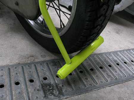 バイクの盗難対策はしてますか?鍵をつけてバイクをロックしましょうのサムネイル画像