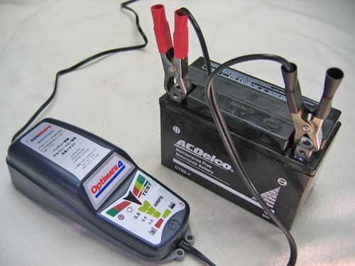 バッテリーは充電をしてバイクの不測の事態に備えましょう!のサムネイル画像