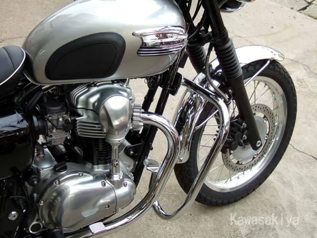 バイクにはエンジンガードを!エンジンはバイクの大切な心臓です!!のサムネイル画像