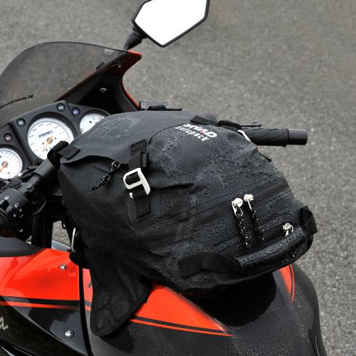 バイクのお出かけに防水バッグが便利!タンクバッグを知ろう!のサムネイル画像