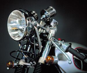 バイクのヘッドライト交換におすすめなヘッドライトをご紹介!のサムネイル画像