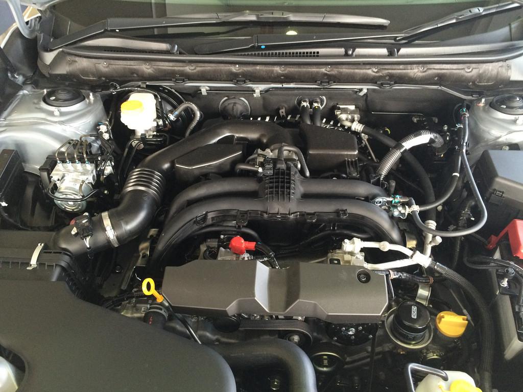今更聞けない!車を守るエンジンオイルの基礎知識と、選び方のサムネイル画像
