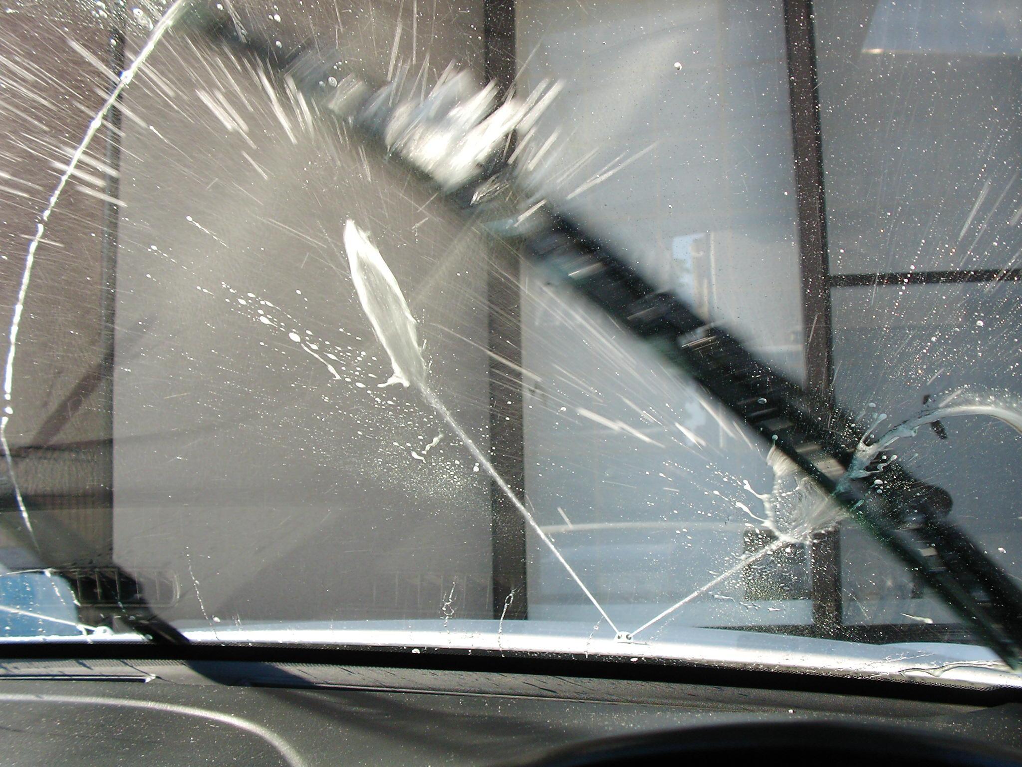 愛車のフロントガラスを守ります!おすすめウォッシャー液紹介のサムネイル画像