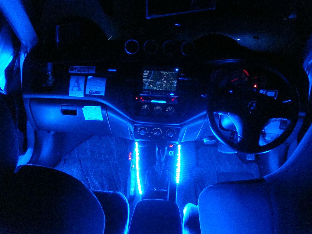 恋人との夜のドライブに最適!車内のイルミネーションを調査!のサムネイル画像