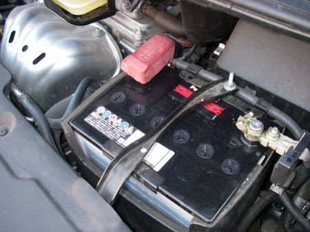バッテリー上がりも無問題!エスティマのバッテリー交換まとめのサムネイル画像