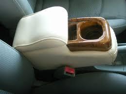 便利に使ったり後付けしたり!車のアームレストをあれこれいじる!のサムネイル画像