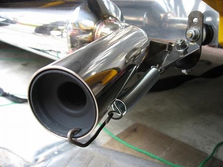 【マフラー】騒音にストップ!サイレンサーを付けて快適ドライブを!のサムネイル画像