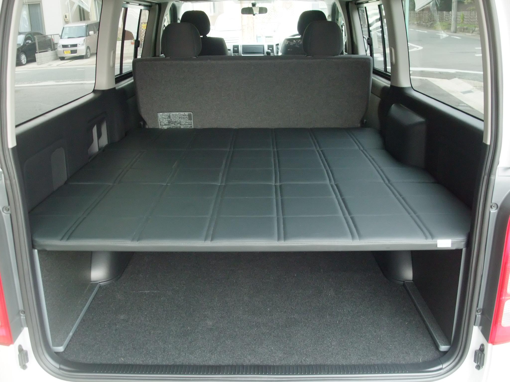 ハイエースでの車中泊に便利!ベッドキットの使い方やおすすめは?のサムネイル画像