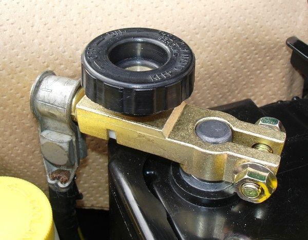 バッテリーのキルスイッチを使えば、車をより安全に長期保存!のサムネイル画像