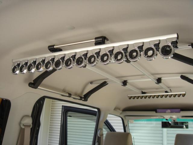 【車内グッズ】釣竿や日用品にも!ロッドホルダーを設置しよう!のサムネイル画像