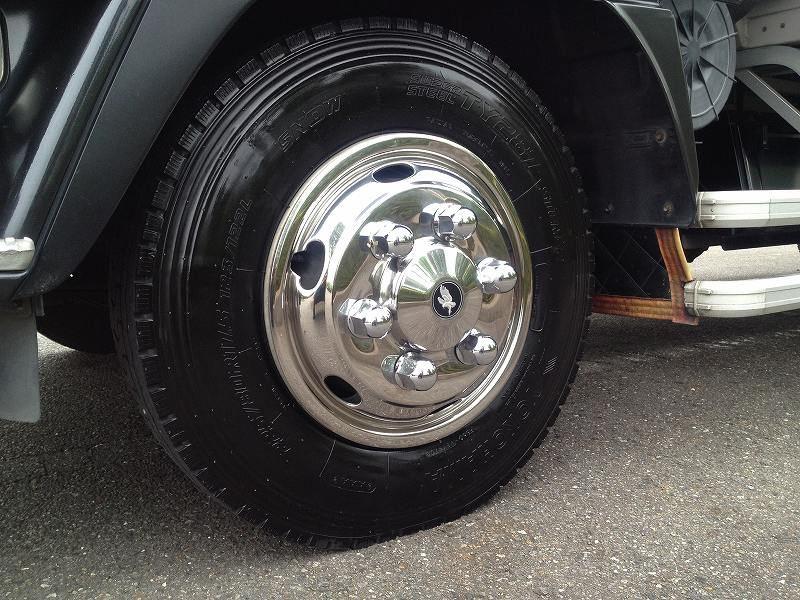 トラックのタイヤには種別が色々。用途について調べてみましたのサムネイル画像