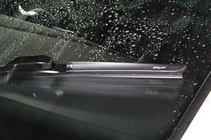 雨の日のドライブの必需品、ワイパーの交換時期っていつなの?のサムネイル画像