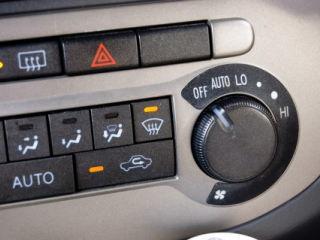 エアコンの嫌な臭いどうしていますか?愛車の消臭方法のまとめのサムネイル画像